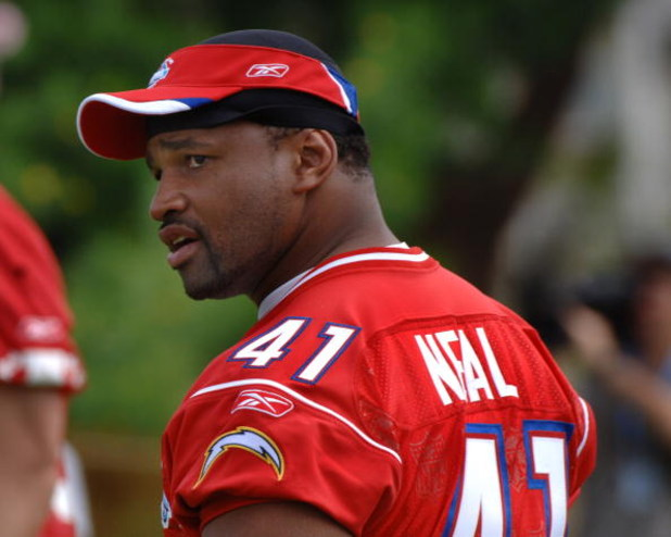 San Diego Chargers fullback Lorenzo Neal  at an AFC team practice February 9 for the 2006 Pro Bowl in Honolulu.  (Photo by Al Messerschmidt/Getty Images)