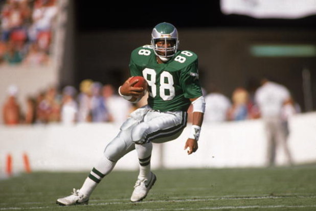 1989:  Tight end Keith Jackson #88 of the Philadelphia Eagles carries the ball during a 1989 NFL game against the Phoenix Cardinals.  (Photo by Mike Powell/Getty Images)