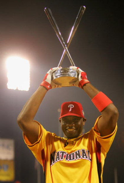 PITTSBURGH - JULY 10:  National League All-Star Ryan Howard of the Philadelphia Phillies celebrates with the trophy after winning the CENTURY 21 Home Run Derby at PNC Park on July 10, 2006 in Pittsburgh, Pennsylvania.  (Photo by Jamie Squire/Getty Images)