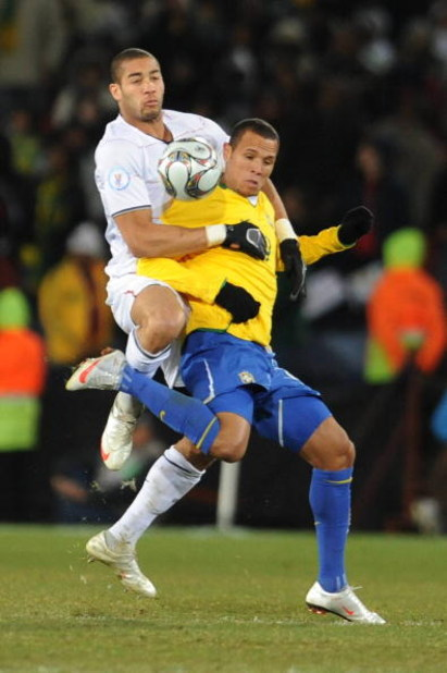 JOHANNESBURG, SOUTH AFRICA - JUNE 28: Oguchi Onyewu and Luis Fabiano compete during the 2009 Confederations Cup final match between Brazil and USA from Ellis Park on June 28, 2009 in Johannesburg, South Africa. (Photo by Lefty Shivambu/Gallo Images/Getty