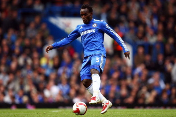 LONDON, ENGLAND - MAY 17:  Michael Essien of Chelsea in action during the Barclays Premier League match between Chelsea and Blackburn Rovers at Stamford Bridge on May 17, 2009 in London, England.  (Photo by Richard Heathcote/Getty Images)