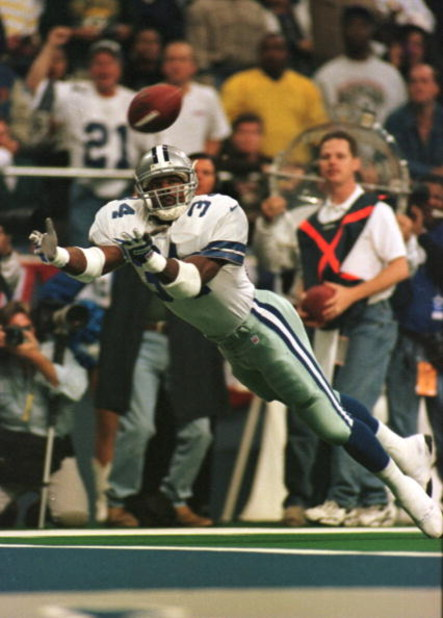 18 Nov 1996:  Running back Herschel Walker of the Dallas Cowboys comes up short on this touchdown attempt from Troy Aikman during the first half of the game between the Dallas Cowboys and Green Bay Packers game at Texas Stadium in Irving, Texas. Mandatory