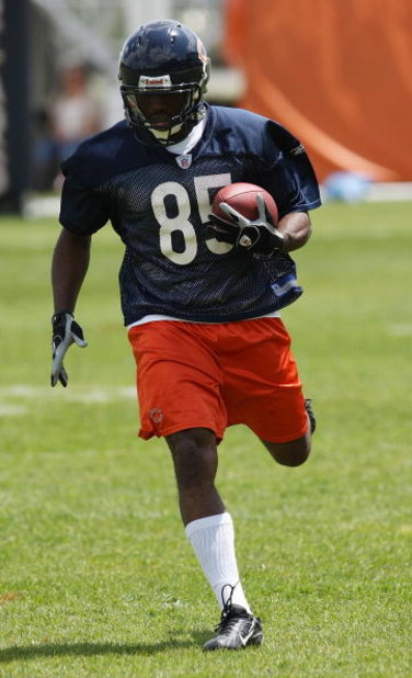 LAKE FOREST, IL - MAY 31: Earl Bennett #85 of the Chicago Bears participates during a mini-camp practice on May 31, 2008 at Halas Hall in Lake Forest, Illinois.  (Photo by Jonathan Daniel/Getty Images)