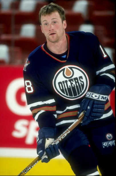 24 Apr 1998:  Center Scott Fraser of the Edmonton Oilers in action during the playoffs round 1 game 2 against the Colorado Avalanche at the Nichols Sports Arena in Denver, Colorado.  The Avalanche defeated the Oilers 5-2. Mandatory Credit: Brian Bahr  /Al