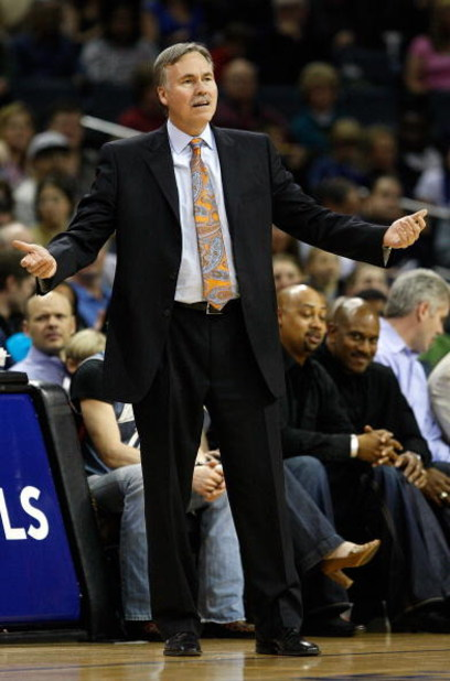 CHARLOTTE, NC - MARCH 28:  Head coach Mike D'Antoni of the New York Knicks argues a call during their game against the Charlotte Bobcats at Time Warner Cable Arena on March 28, 2009 in Charlotte, North Carolina.  NOTE TO USER: User expressly acknowledges