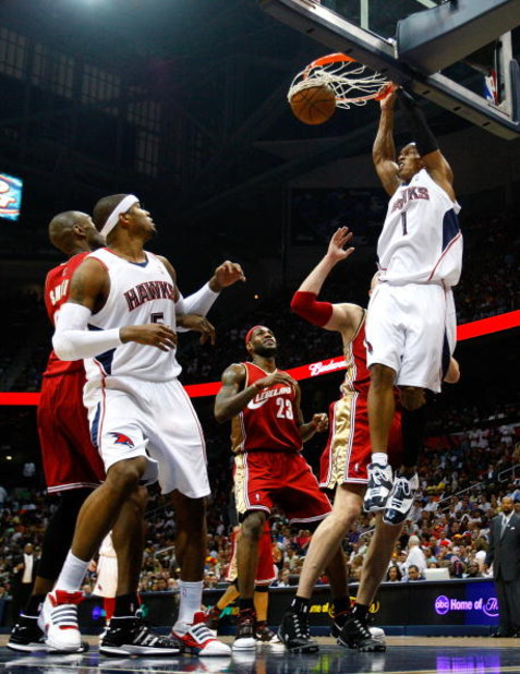 ATLANTA - MAY 09:  Maurice Evans #1 of the Atlanta Hawks dunks against the Cleveland Cavaliers in Game Three of the Eastern Conference Semifinals during the 2009 NBA Playoffs at Philips Arena on May 9, 2009 in Atlanta, Georgia.  NOTE TO USER: User express