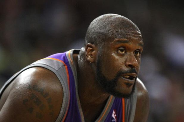 OAKLAND, CA - MARCH 15:  Shaquille O'Neal #32 of the Phoenix Suns looks on against the Golden State Warriors during an NBA game on March 15, 2009 at Oracle Arena in Oakland, California. NOTE TO USER: User expressly acknowledges and agrees that, by downloa