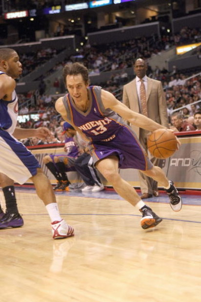 LOS ANGELES, CA - JANUARY 11:  Steve Nash #13 of the Phoenix Suns drives to the basket against the Los Angeles Clippers on January 11, 2009 at Staples Center in Los Angeles, California.  The Suns won 109-103.   NOTE TO USER: User expressly acknowledges an