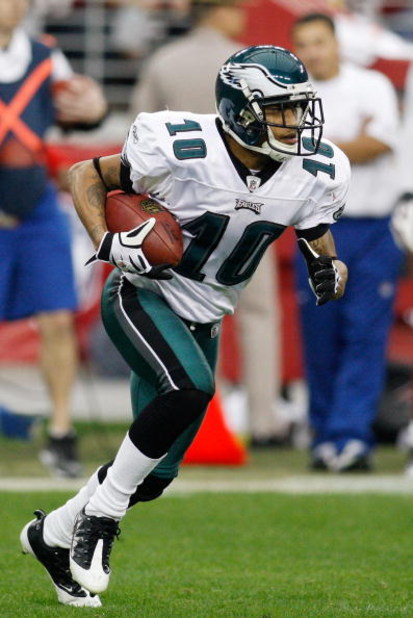 GLENDALE, AZ - JANUARY 18:  Wide receiver DeSean Jackson #10 of the Philadelphia Eagles runs with the ball against the Arizona Cardinals during the NFC championship game on January 18, 2009 at University of Phoenix Stadium in Glendale, Arizona.  (Photo by