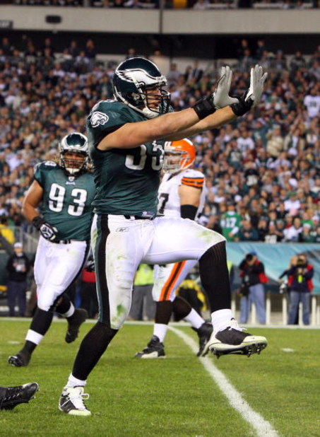 PHILADELPHIA - DECEMBER 15:  Stewart Bradley #55 of the Philadelphia Eagles celebrates after a tackle against the Cleveland Browns on December 15, 2008 at Lincoln Financial Field in Philadelphia, Pennsylvania.  (Photo by Jim McIsaac/Getty Images)