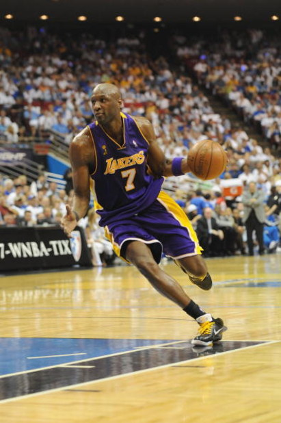 ORLANDO, FL - JUNE 14:  Lamar Odom #7 of the Los Angeles Lakers moves the ball against the Orlando Magic in Game Five of the 2009 NBA Finals on June 14, 2009 at Amway Arena in Orlando, Florida. The Lakers won 99-86.  NOTE TO USER:  User expressly acknowle