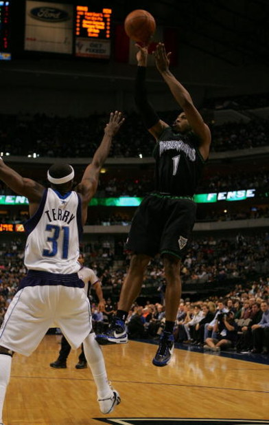 DALLAS - NOVEMBER 28:  Guard Rashad McCants #1 of the Minnesota Timberwolves takes a shot against Jason Terry #31 of the Dallas Mavericks on November 28, 2007 at American Airlines Center in Dallas, Texas.  NOTE TO USER: User expressly acknowledges and agr