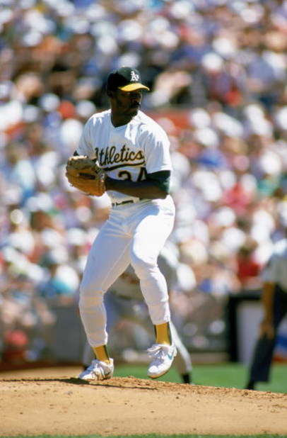 OAKLAND, CA - 1989:  Dave Stewart #34 of the Oakland Athletics pitches during a game in the 1989 season at Oakland-Alameda Coliseum in Oakland, California. (Photo by Otto Greule Jr/Getty Images)