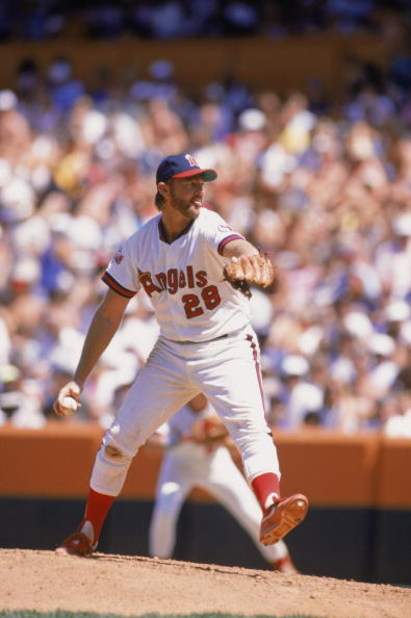 ANAHEIM, CA 1989:  Pitcher Bert Blyleven #28 of the California Angels delivers the pitch during a game at Anaheim Stadium in Anaheim, California.  (Photo by Mike Powell/Getty Images)