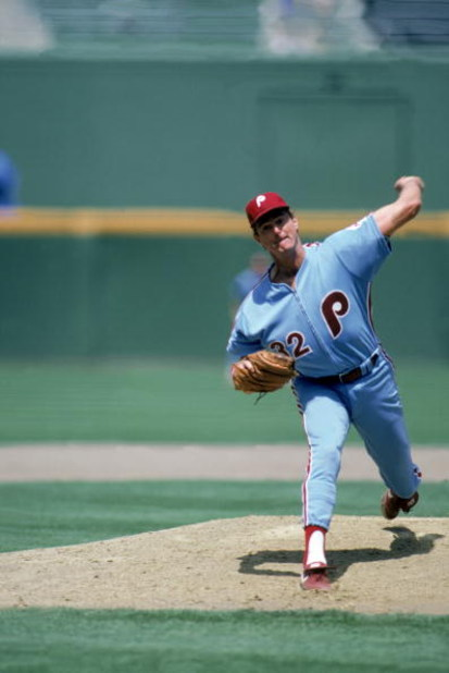 SAN DIEGO - 1986:  Steve Carlton #32 of the Philadelphia Phillies pitches during the 1986 season MLB game against the San Diego Padres at Jack Murphy Stadium in San Diego, California.  (Photo by Rick Stewart/Getty Images)