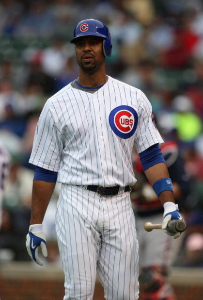CHICAGO - JULY 08: Derrek Lee #25 of the Chicago Cubs walks back to the dugout after striking out in the 9th inning against the Atlanta Braves on July 8, 2009 at Wrigley Field in Chicago, Illinois. The Braves defeated the Cubs 4-1. (Photo by Jonathan Dani