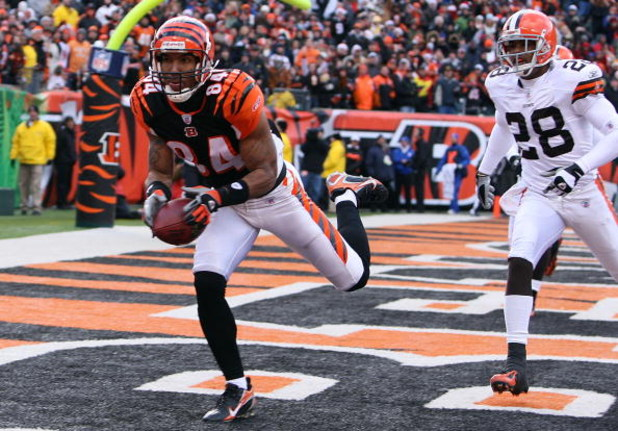 CINCINNATI - DECEMBER 23:  T. J. Houshmandzadeh #84 of the Cincinnati Bengals catches a touchdown pass during the NFL game against the Cleveland Browns at Paul Brown Stadium December 23, 2007 in Cincinnati, Ohio.  (Photo by Andy Lyons/Getty Images)