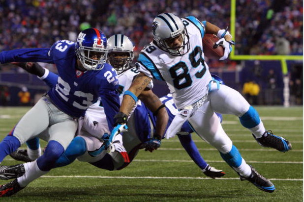 EAST RUTHERFORD, NJ - DECEMBER 21:  Wide receiver Steve Smith #89 of the Carolina Panthers  catches a pass just shy of the end zone against the New York Giants on December 21, 2008 at Giants Stadium in East Rutherford, New Jersey.  (Photo by Jim McIsaac/G