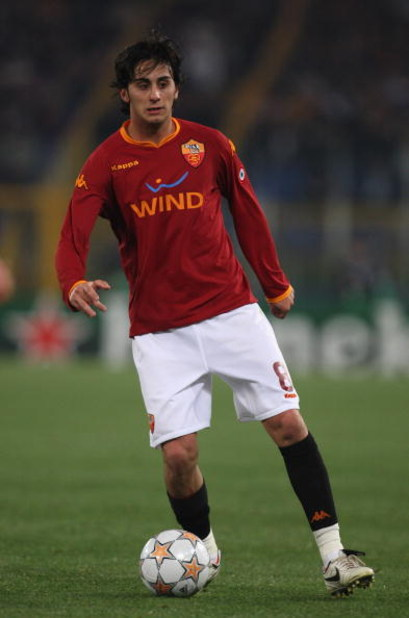 ROME - APRIL 01:  Alberto Aquilani of AS Roma in action during the UEFA Champions League Quarter Final, first leg match between AS Roma and Manchester United at the Olympic Stadium on April 1, 2008 in Rome, Italy. (Photo by Laurence Griffiths/Getty Images