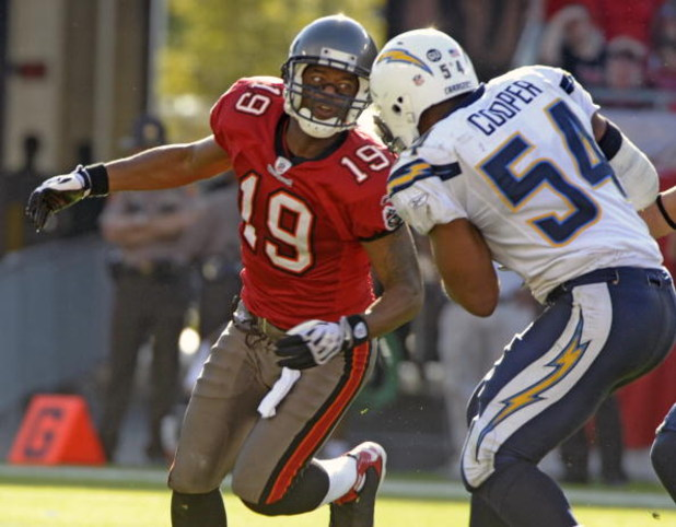 TAMPA, FL - DECEMBER 21: Wide receiver Ike Hilliard #19 of the Tampa Bay Buccaneers sets for a tackle after linebacker Stephen Cooper #54 of the San Diego Chargers intercepts a fourth-quarter pass at Raymond James Stadium on December 21, 2008 in Tampa, Fl