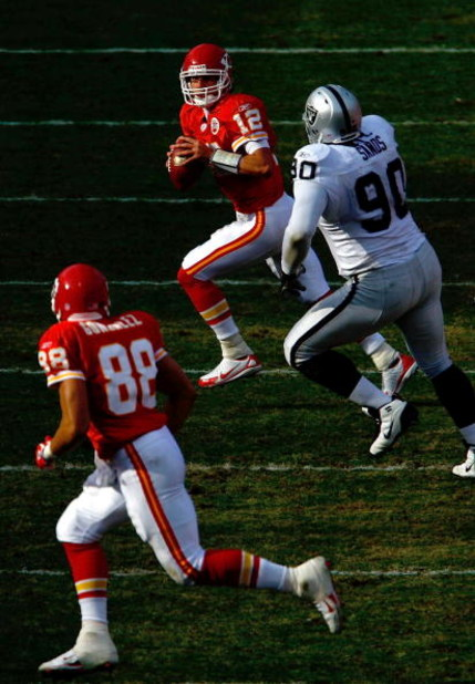 KANSAS CITY, MO - NOVEMBER 25:  Quarterback Brodie Croyle #12 of the Kansas City Chiefs looks to pass to Tony Gonzalez #88 as he is chased by Terdell Sands #90 of the Oakland Raiders during the game on November 25, 2007 at Arrowhead Stadium in Kansas City