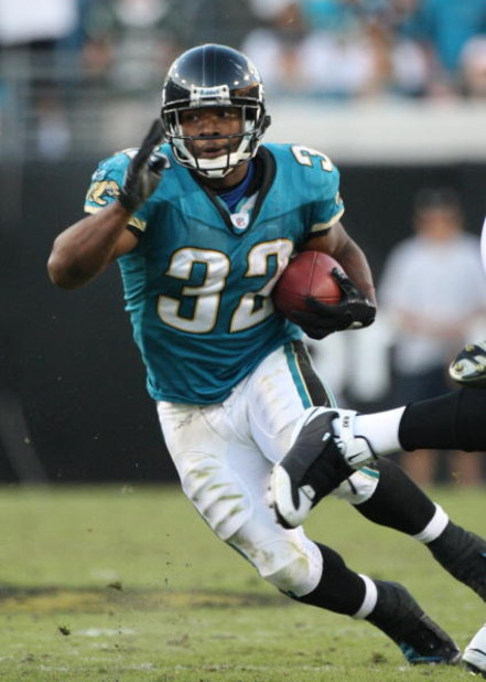 JACKSONVILLE, FL - OCTOBER 26:  Maurice Jones-Drew #32 of the Jacksonville Jaguars runs for yardage in a game against the Cleveland Browns at Jacksonville Muncipal Stadium on October 26, 2008 in Jacksonville, Florida.  (Photo by Sam Greenwood/Getty Images
