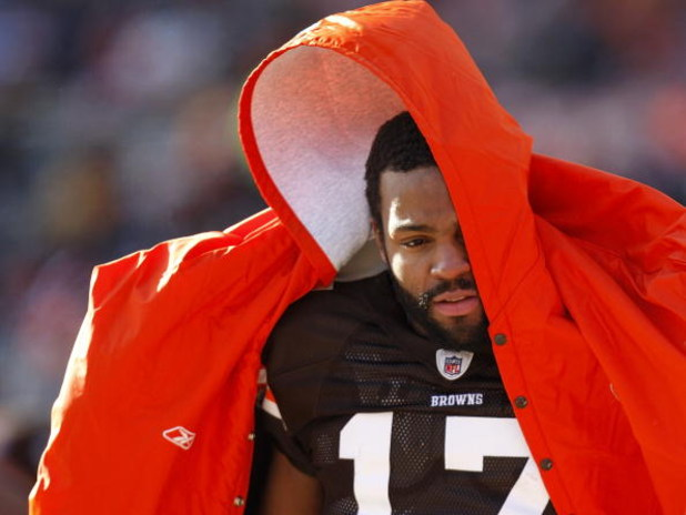 CLEVELAND - DECEMBER 21:  Braylon Edwards #17 of the Cleveland Browns tries to stay warm on the sideline during the second quarter while playing the Cincinnati Bengals at Cleveland Browns Stadium December 21, 2008 in Cleveland, Ohio.  (Photo by Gregory Sh