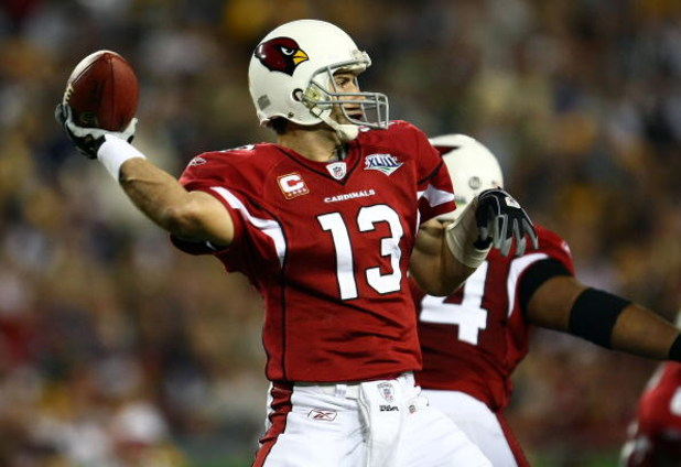 TAMPA, FL - FEBRUARY 01:  Quarterback Kurt Warner #13 of the Arizona Cardinals throws the ball against the Pittsburgh Steelers during Super Bowl XLIII on February 1, 2009 at Raymond James Stadium in Tampa, Florida.  (Photo by Chris McGrath/Getty Images)