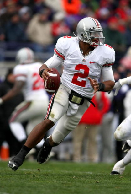 EVANSTON, IL - NOVEMBER 08:  Quarterback Terrelle Pryor #2 of the Ohio State Buckeyes runs with the ball against the Northwestern Wildcats at Ryan Stadium on November 8, 2008 in Evanston, Illinois  (Photo by Jonathan Ferrey/Getty Images)