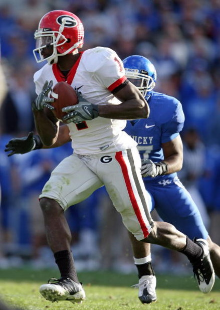 LEXINGTON, KY - NOVEMBER 08: Mohamed Massaquoi #1 of the Georgia Bulldogs runs with the ball after a reception during the game against the Kentucky Wildcats at the Commonwealth Stadium on November 8, 2008 in Lexington, Kentucky. (Photo by Andy Lyons/Getty
