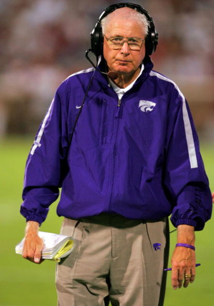 NORMAN, OK - OCTOBER 1:  Head coach Bill Snyder of the Kansas State Wildcats is seen during a game against the Oklahoma Sooners on October 1, 2005 at Memorial Stadium in Norman, Oklahoma.  (Photo by Ronald Martinez/Getty Images)