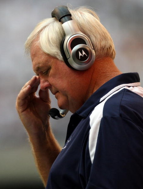 IRVING, TX - SEPTEMBER 28:  Head coach Wade Phillips of the Dallas Cowboys reacts during a 26-24 loss against the Washington Redskins at Texas Stadium on September 28, 2008 in Irving, Texas.  (Photo by Ronald Martinez/Getty Images)