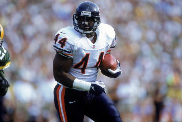 1 Oct 2000: Curtis Enis #44 of the Chicago Bears carries the ball up the field during a game against the Green Bay Packers at Lambeau Field in Green Bay, Wisconsin. The Bears defeated the Packers 27-24.Mandatory Credit: Jonathan Daniel  /Allsport