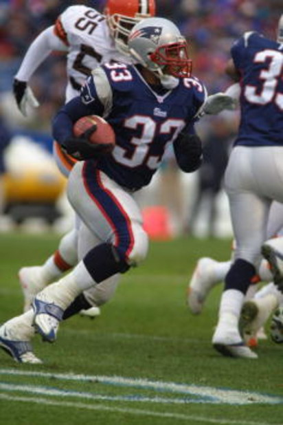09 Dec 2001 : Kevin Faulk of the New England Patriots runs with the ball against the Cleveland Browns during the game at Foxboro Stadium in Foxboro, Massachusetts. The Patriots won 27-16. DIGITAL IMAGE. Mandatory Credit: Al Bello/Allsport