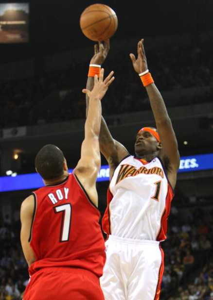 OAKLAND, CA - NOVEMBER 18:  Stephen Jackson #1 of the Golden State Warriors shoots over Brandon Roy #7 of the Portland Trail Blazers during an NBA game on November 18, 2008 at Oracle Arena in Oakland, California. NOTE TO USER: User expressly acknowledges