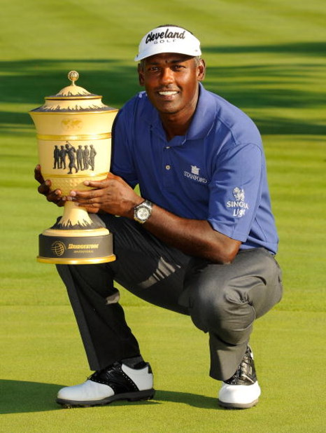 AKRON, OH - AUGUST 03:  Vijay Singh of Fiji holds the Gary Player trophy after winning the WGC-Bridgestone Invitational at Firestone Country Club South Course on August 3, 2008 in Akron, Ohio.  (Photo by Sam Greenwood/Getty Images)