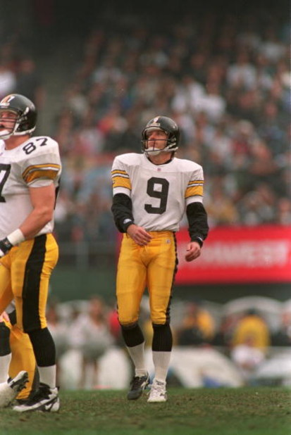 10 Dec 1995: Kicker Norm Johnson #9 of the Pittsburgh Steelers watches the flight of a field goal attempt during the Steelers 29-10 victory over the Oakland Raiders at the Oakland Alameda Coliseum in Oakland, California.