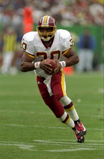 4 Oct 1998:  Brian Mitchell #30 of the Washington Redskins in action during the game against the Dallas Cowboys at the Jack Kent Cooke Stadium in Washington, D.C.. The Cowboys defeated the Redskins 31-10. Mandatory Credit: Scott Halleran  /Allsport