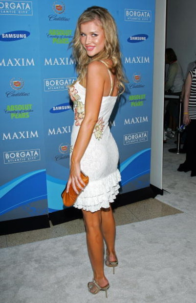 MIAMI BEACH, FL - FEBRUARY 02:  Actress Joanna Krupa arrives to Maxim's Pre-Super Bowl XLI Party at the Sagamore Hotel  on February 2, 2007 in Miami Beach, Florida.  (Photo by Evan Agostini/Getty Images)
