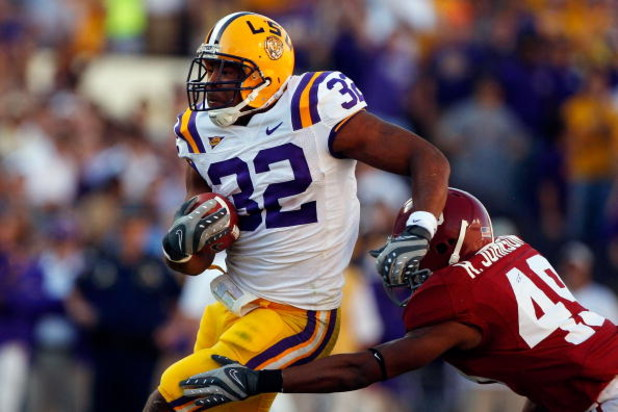 BATON ROUGE, LA - NOVEMBER 08:  Charles Scott #32 of the Louisiana State University Tigers runs past Rashad Johnson #49 of the Alabama Crimson Tide on November 11, 2008 at Tiger Stadium in Baton Rouge, Louisiana.  (Photo by Chris Graythen/Getty Images)