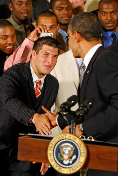 WASHINGTON - APRIL 23:  U.S. President Barack Obama (R) shakes hands with University of Florida mens football quaterback and Heisman Trophy winner Tim Tebow in the East Room of the White House April 23, 2009 in Washington, DC. Obama hosted the 2009 nation