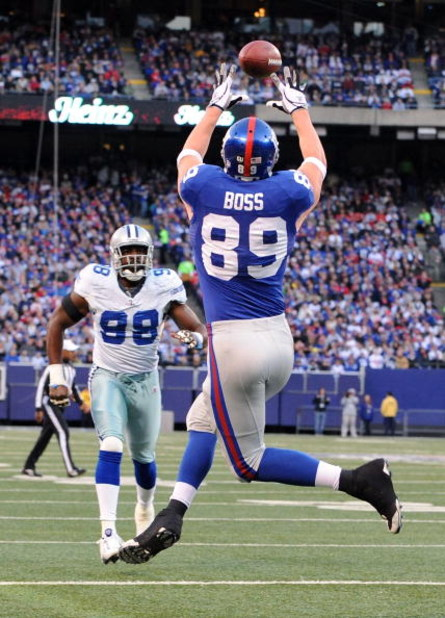 EAST RUTHERFORD, NJ - NOVEMBER 02:  Kevin Boss #89 of the New York Giants scores a touchdown against the Dallas Cowboys on November 2, 2008 at Giants Stadium in East Rutherford, New Jersey.  (Photo by Al Bello/Getty Images)