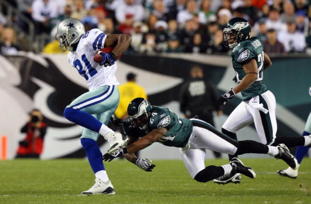 PHILADELPHIA - DECEMBER 28:  Terrell Owens #81 of the Dallas Cowboys runs the ball against Sheldon Brown #24 of the Philadelphia Eagles on December 28, 2008 at Lincoln Financial Field in Philadelphia, Pennsylvania.  (Photo by Jim McIsaac/Getty Images)