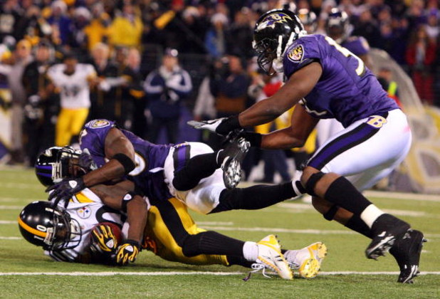 BALTIMORE - DECEMBER 14:  Santonio Holmes #10 of the Pittsburgh Steelers makes a catch with both feet in the endzone for a late fourth quarter game winning touchdown as Ed Reed #20 of the Baltimore Ravens defends on December 14, 2008 at M&T Bank Stadium i