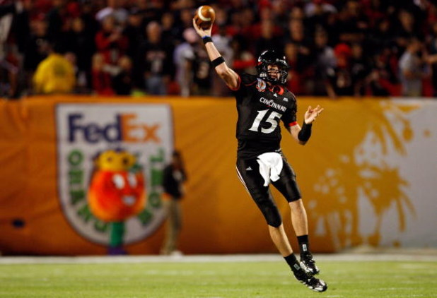 MIAMI - JANUARY 01:  Tony Pike #15 of the Cincinnati Bearcats passes against the Virginia Tech Hokies during the FedEx Orange Bowl at Dolphin Stadium on January 1, 2009 in Miami, Florida.  (Photo by Streeter Lecka/Getty Images)
