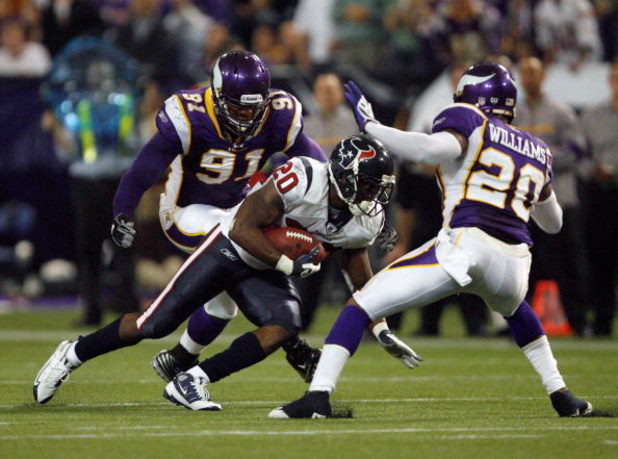 MINNEAPOLIS - NOVEMBER 02:  Steve Slaton #20 of the Houston Texans runs after a catch as he is met  by Madieu Williams #20 and Ray Edwards #91 of the Minnesota Vikings during the fourth quarter at the Hubert H. Humphrey Metrodome on November 2, 2008 in Mi