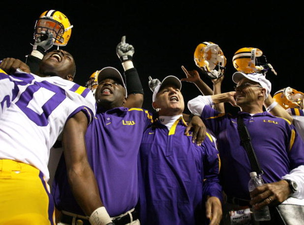 BATON ROUGE, LA - OCTOBER 20:  Head coach Les Miles of the LSU Tigers celebrates with teammates after defeating the Auburn Tigers at Tiger Stadium on October 20, 2007 in Baton Rouge, Louisiana. LSU defeated Auburn 30-24.  (Photo by Doug Benc/Getty Images)