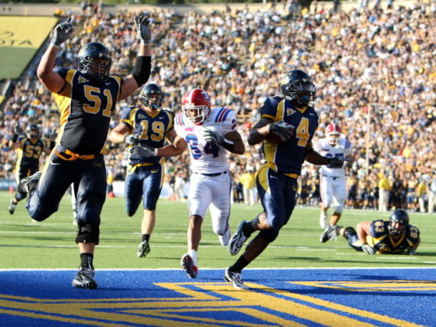 BERKELEY, CA - SEPTEMBER 15:  Jahvid Best #4 of the California Golden Bears runs in for a touchdown against the Louisiana Tech Bulldogs during an NCAA football game on September 15, 2007 at Memorial Stadium in Berkeley, California.  (Photo by Jed Jacobsoh