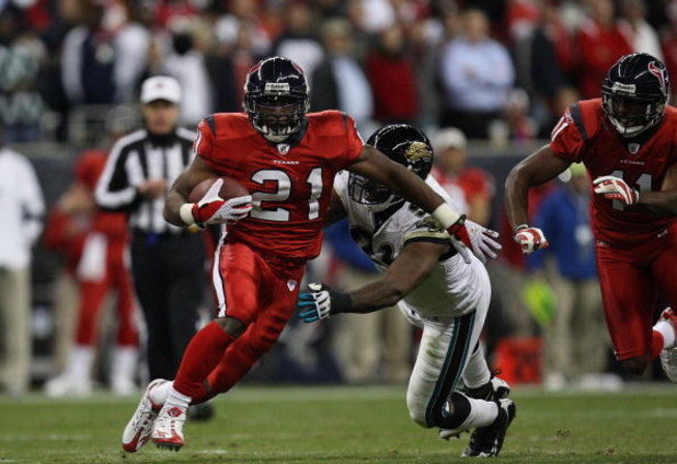 HOUSTON - DECEMBER 01:  Ryan Moats #21 of the Houston Texans during play against the Jacksonville Jaguars at Reliant Stadium on December 1, 2008 in Houston, Texas.  (Photo by Ronald Martinez/Getty Images)