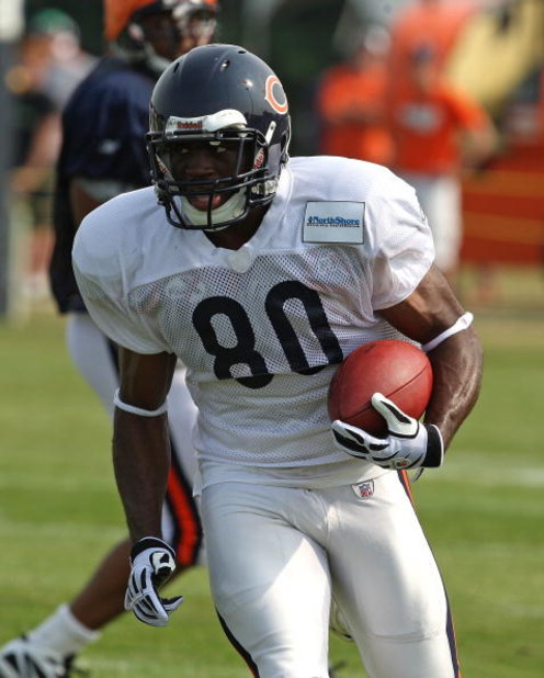 BOURBONNAIS, IL - AUGUST 04: Earl Bennett #80 of the Chicago Bears runs with the ball during a training camp practice on August 4, 2009 at Olivet Nazarene University in Bourbonnais, Illinois. (Photo by Jonathan Daniel/Getty Images)